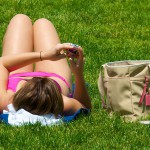 800px-Texting_while_sunbathing